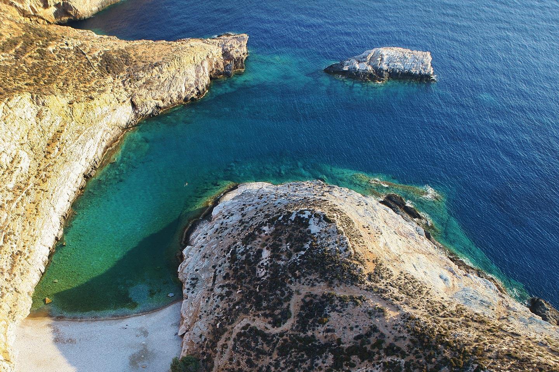 diaplous-travel-beaches-livadaki-2