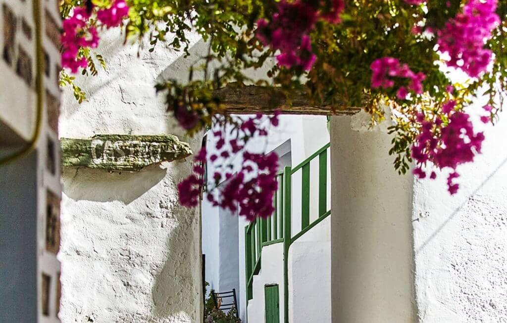 folegandros-diaplous-travel-tickets-history